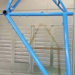 verniciatura telaio bici azzurro